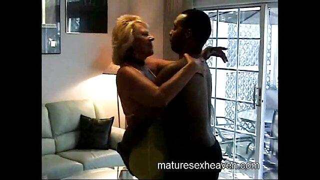 Cagna video hard con donne mature prende il cazzo nero